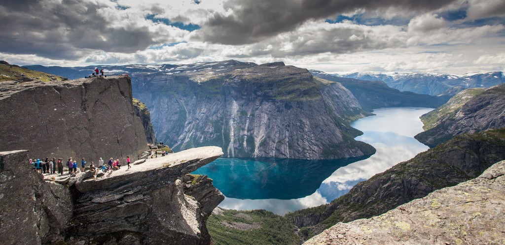 Queue of people waiting to taka a photo at Trolltunga