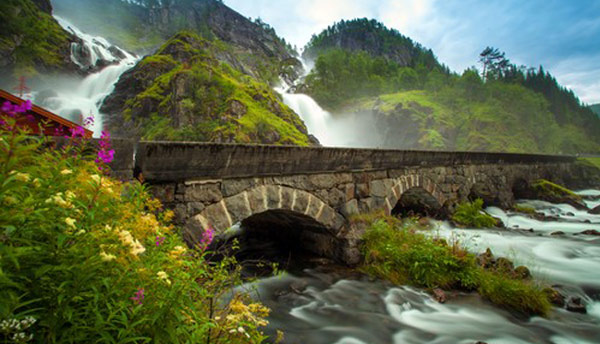 Låtefoss Waterfall